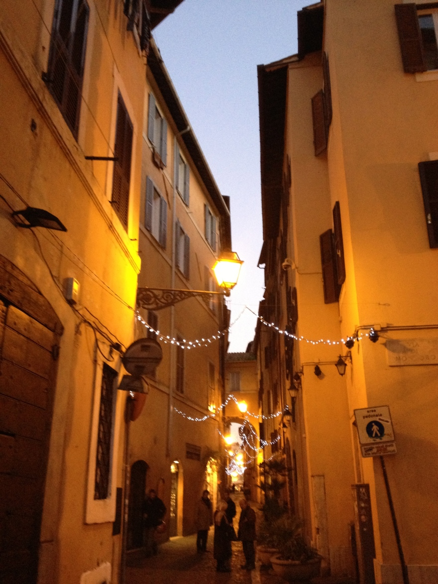 Lazy walk in Rome in Via dei Giubbonari